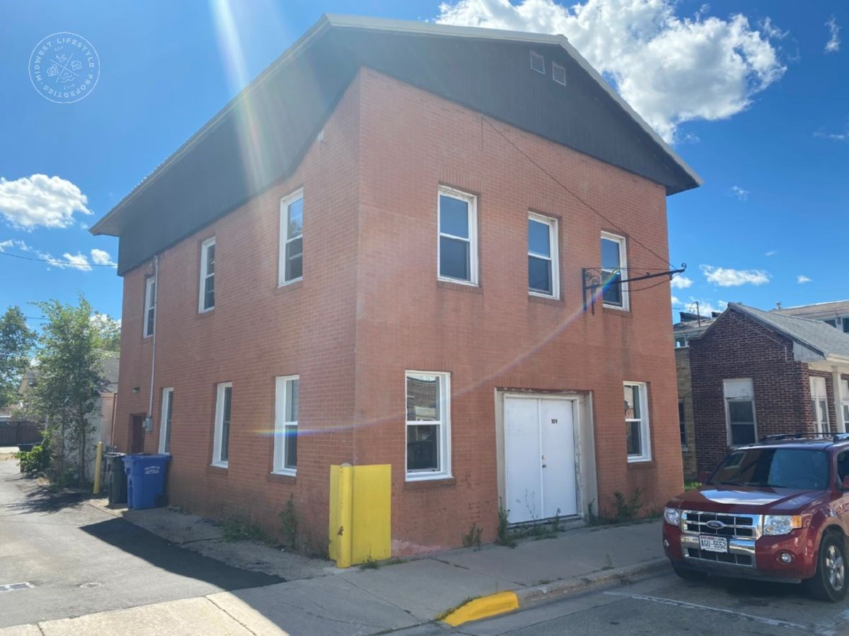 Brick 2 story Pardeeville Wi commercial mixed use property