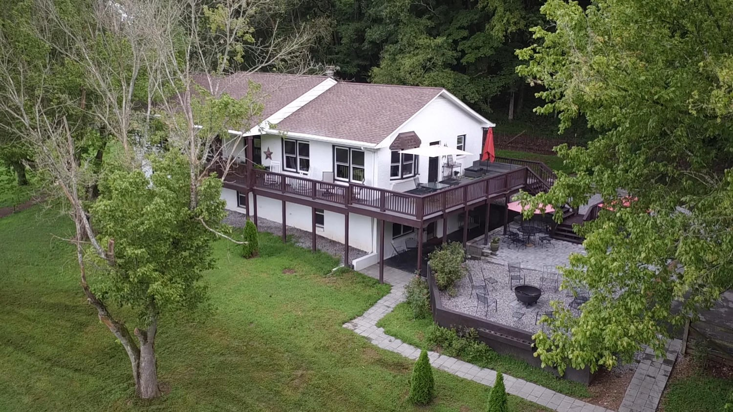 Country Home For Sale in Leipers Fork Tennessee