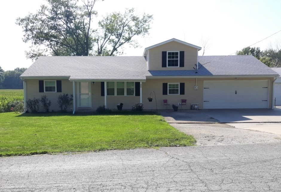 House For Sale Edge of Town Chillicothe, MO