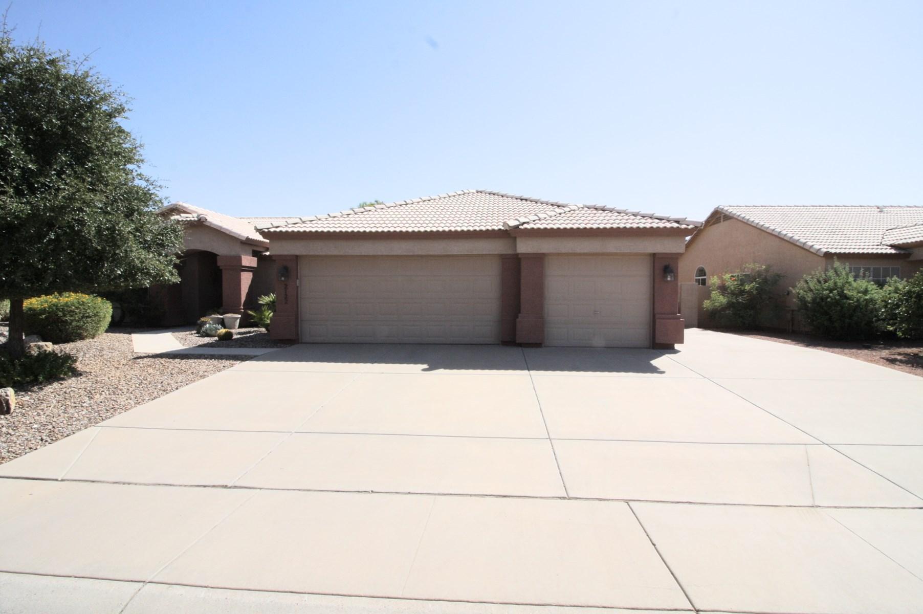 Custom  home for sale Casa Grande Arizona.Lake subdivision