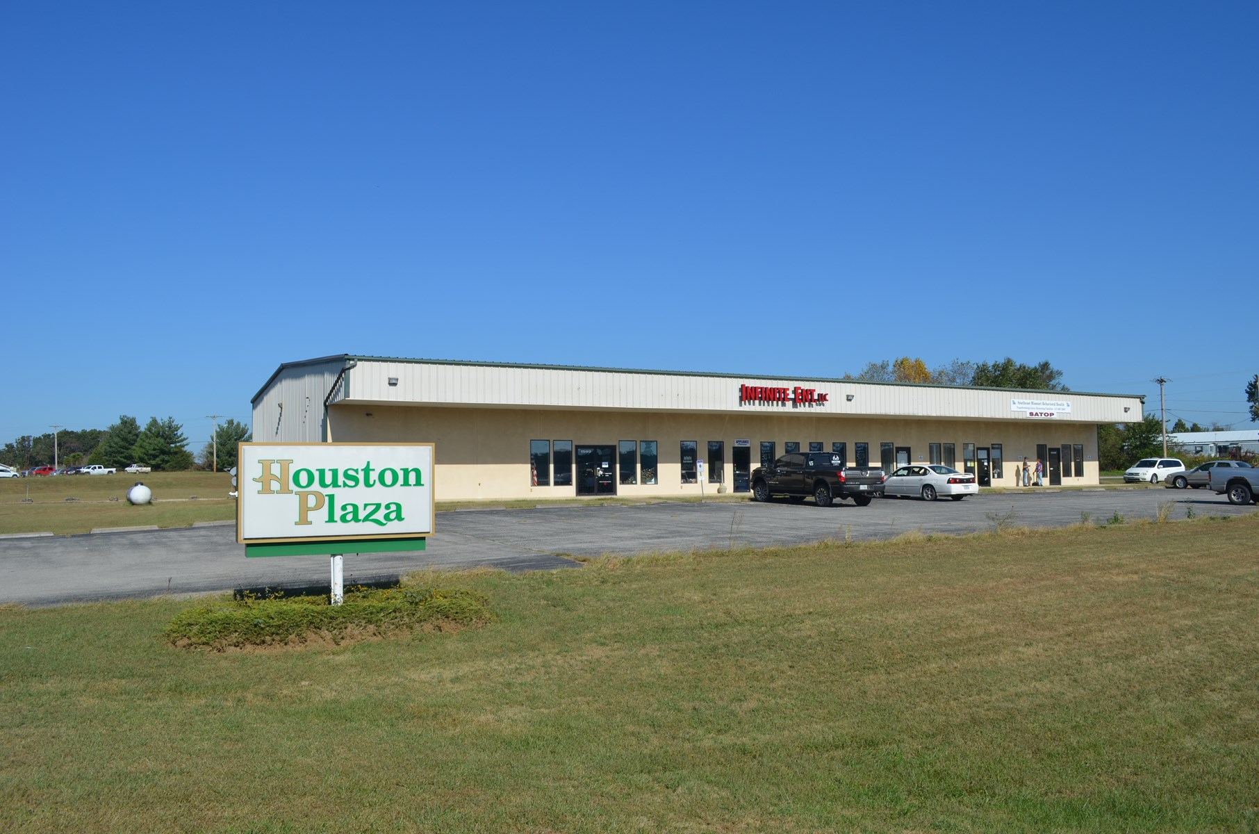 COMMERCIAL BUILDING WITH COMMERCIAL LOCATION IN MISSOURI