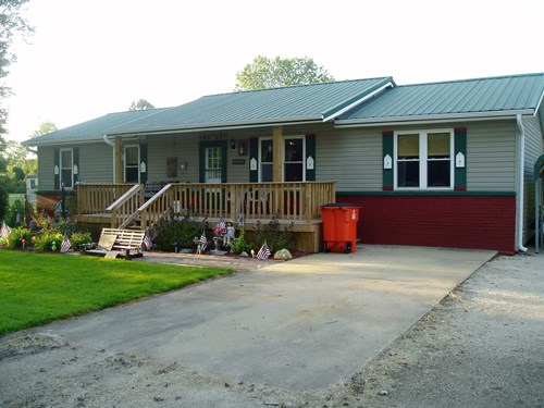 Three Bedroom one bath house close to Lake Wappapelo.