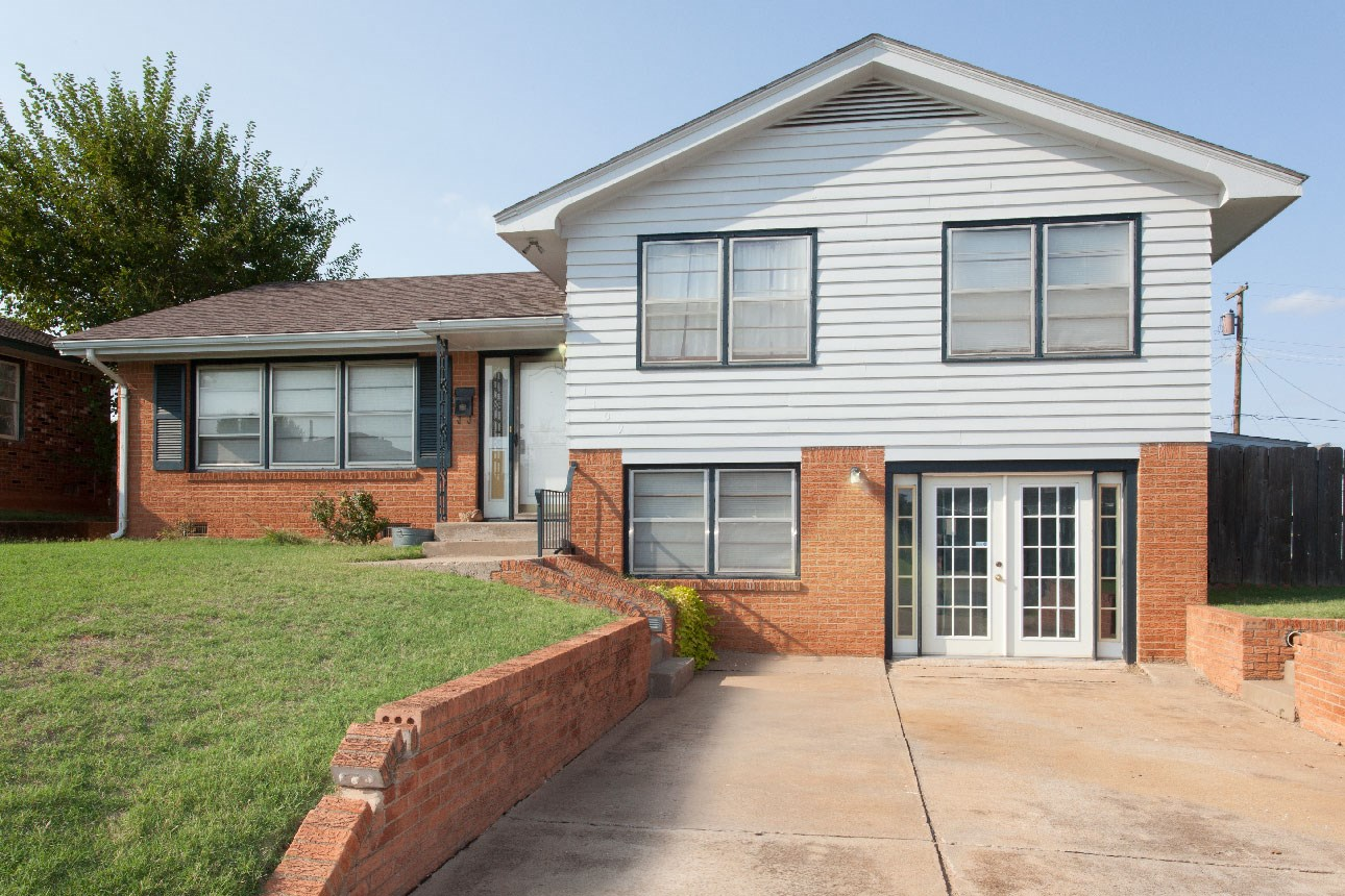 4 Bedroom Home For Sale in Clinton, OK
