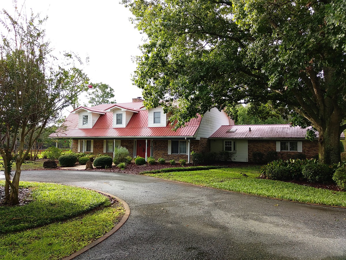 Country Estate with pool home, horse barn near Branford, Fl
