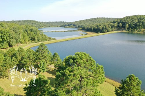 525 acres m/l. Wayne County Missouri  PRIVATE MOUNTAIN LAKE
