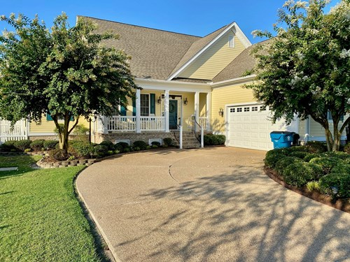 Renovated & refreshed home-gated waterfront golf community