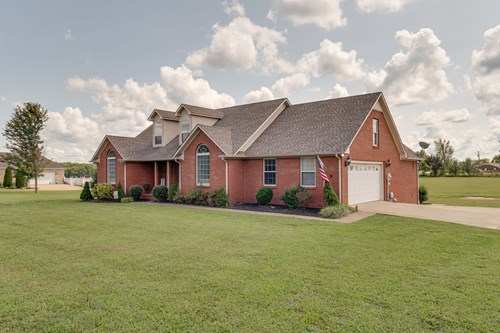Single Family County Home for Sale in Hohenwald, Tennessee