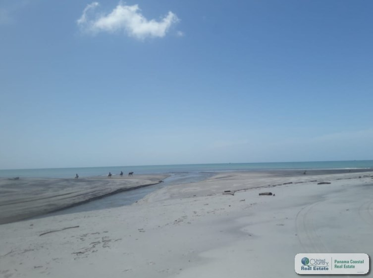 BEACH FRONT LAND FOR SALE IN JUAN HOMBRON PANAMA