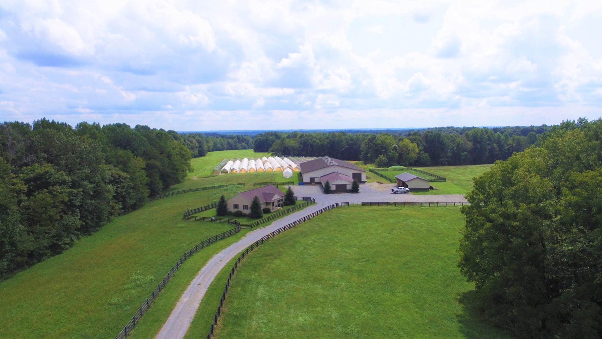 KENTUCKY HORSE FARM-MORTON BARN W/INDOOR ARENA-PASTURE-HOME