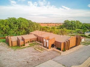 COMMERCIAL PROPERTY FOR SALE IN CORDELL, OK