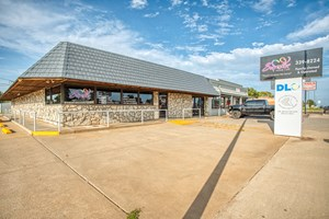 COMMERCIAL BUILDING ON 1+ ACRES IN ELK CITY, OK