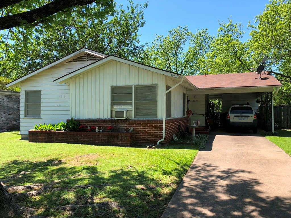 2 BEDROOM 1 BATH HOME FOR SALE IN SHERMAN TEXAS