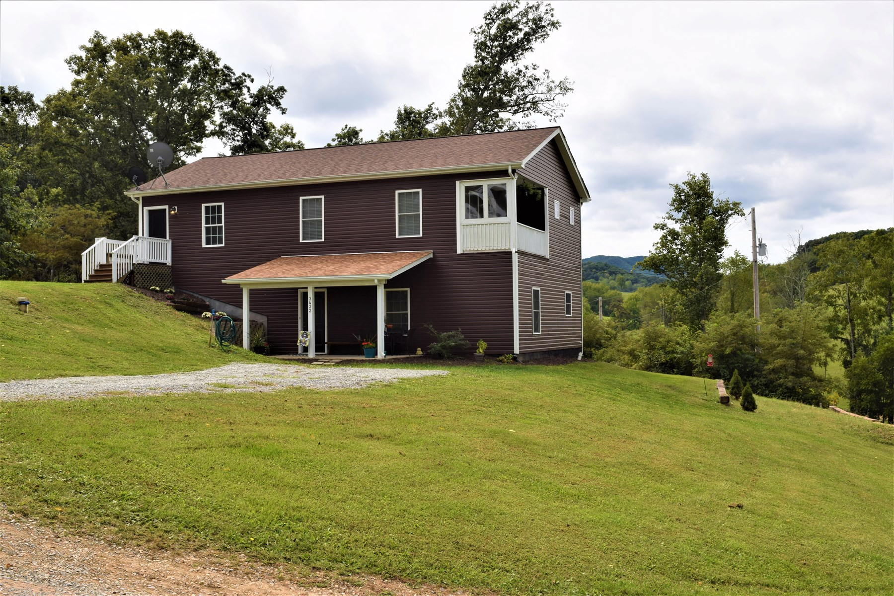 Beautiful Country Home for Sale in Hiwassee VA!