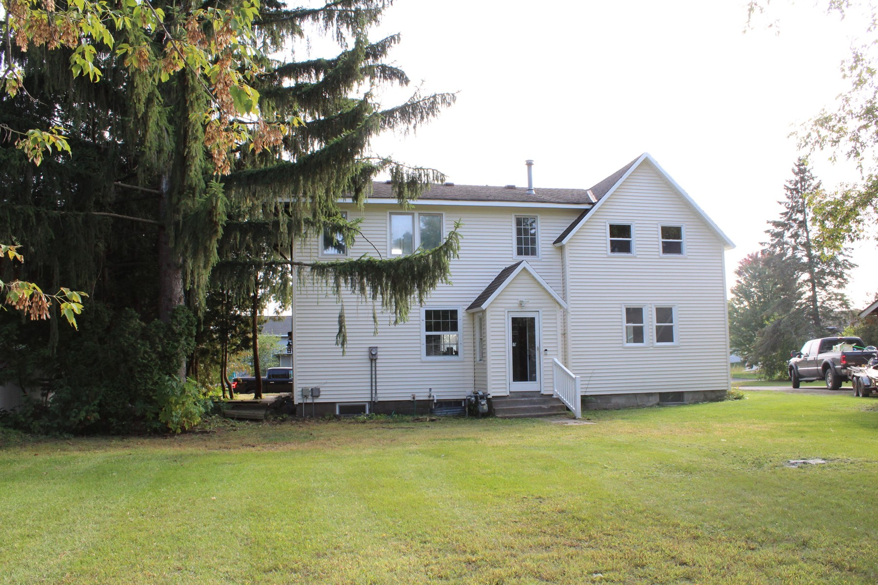 3BR Home in town of Princeton with large yard!