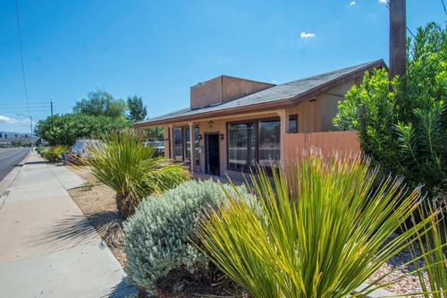 Commercial Building with Living Qtrs in Wickenburg AZ