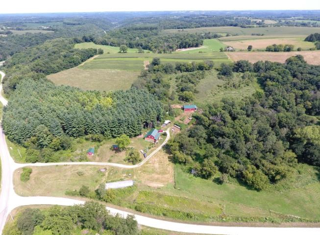 Country home on 25 +/-  acres for sale Vernon County, WI
