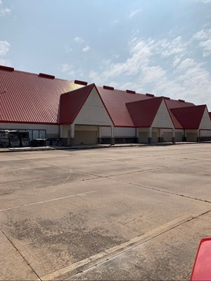 COMMERCIAL BUILDING I-35 BLACKWELL OKLA FOR SALE