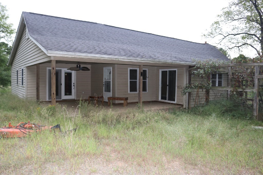 Home with Potential & 80 Acre Farm 15 Mins from Russellville