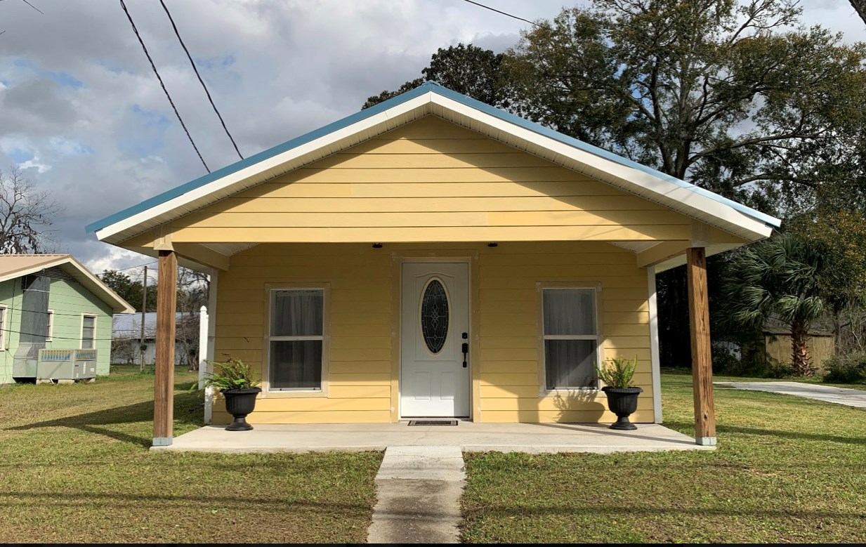 Perfect Tiny Home in the City Limits of Live Oak