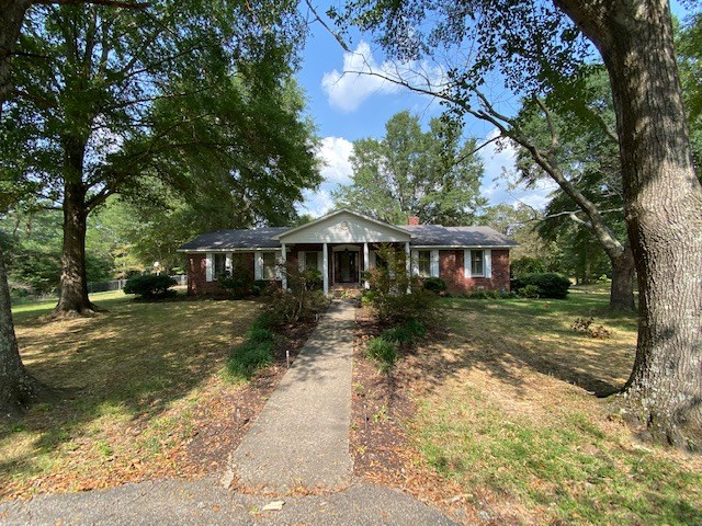3 BD, 2 BA Home on wooded 2 +/- acres outside Bolivar Tn