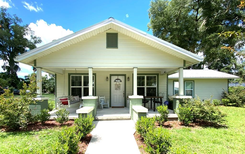 COMPLETELY REMODELED 3/3 CRACKER STYLE HOME!