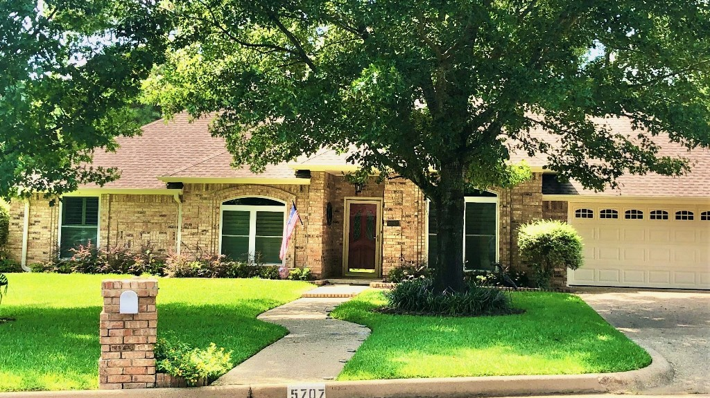 LOVELY HOME FOR SALE IN ESTABLISHED NEIGHBORHOOD | TYLER TX