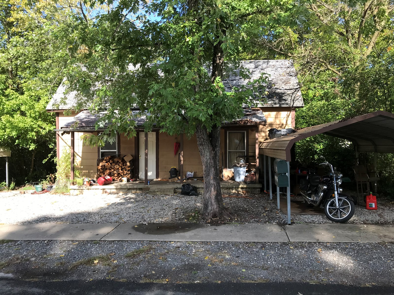 Lot w/Old House For Sale in Historic Leslie, Arkansas