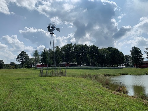FARM FOR SALE IN TN. SHOP , BARN,  FENCING,  PONDS, HUNTING