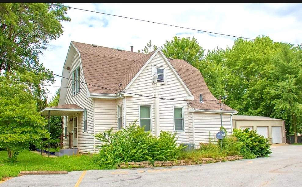 Carlinville Duplex 3-Car Garage Many Updates Quiet Location