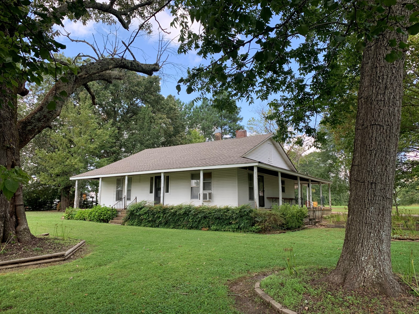 PRIME COMMERCIAL PROPERTY CLOSE TO TN RIVER WITH HOME