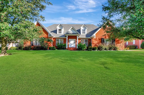 Northwest Jackson TN home with Pool in Wyndchase Subdivision