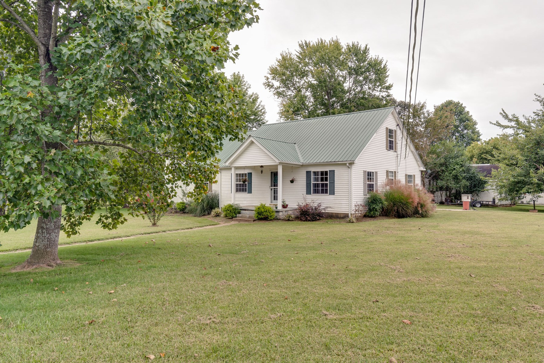 Home in Town for Sale on Corner Lot in Summertown, Tennessee