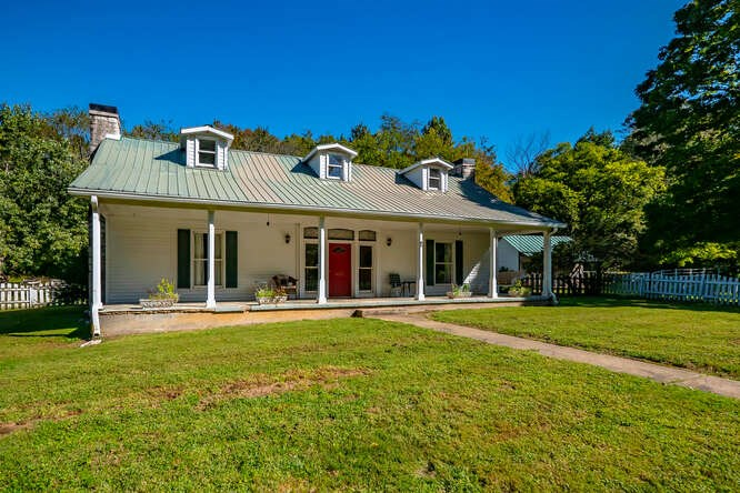 Country Home for Sale in Lyles TN