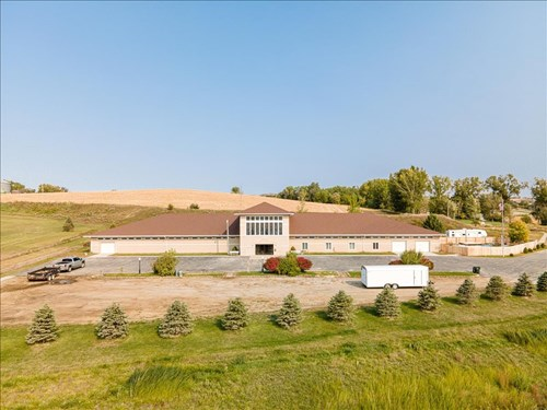 EXECUTIVE HOME ON 7.68 ACRES FOR SALE LOGAN, IOWA
