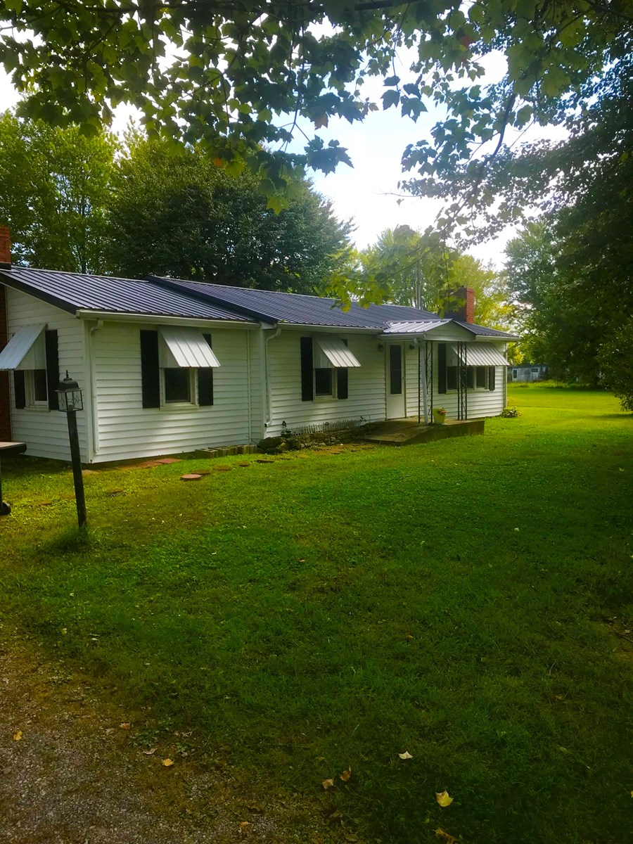 Country Hone with Great Location