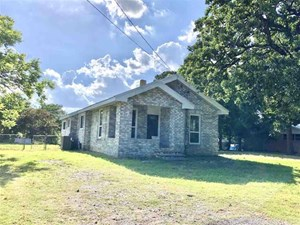 NO SUBDIVISION 2.5 + ACRE 2 MASTER SUITES SHELTER FENCED