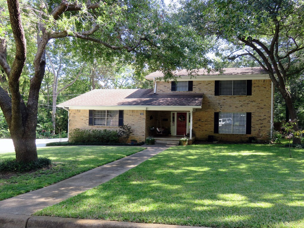 UPDATED 4/3.5 BRICK HOME FOR SALE IN PALESTINE TEXAS