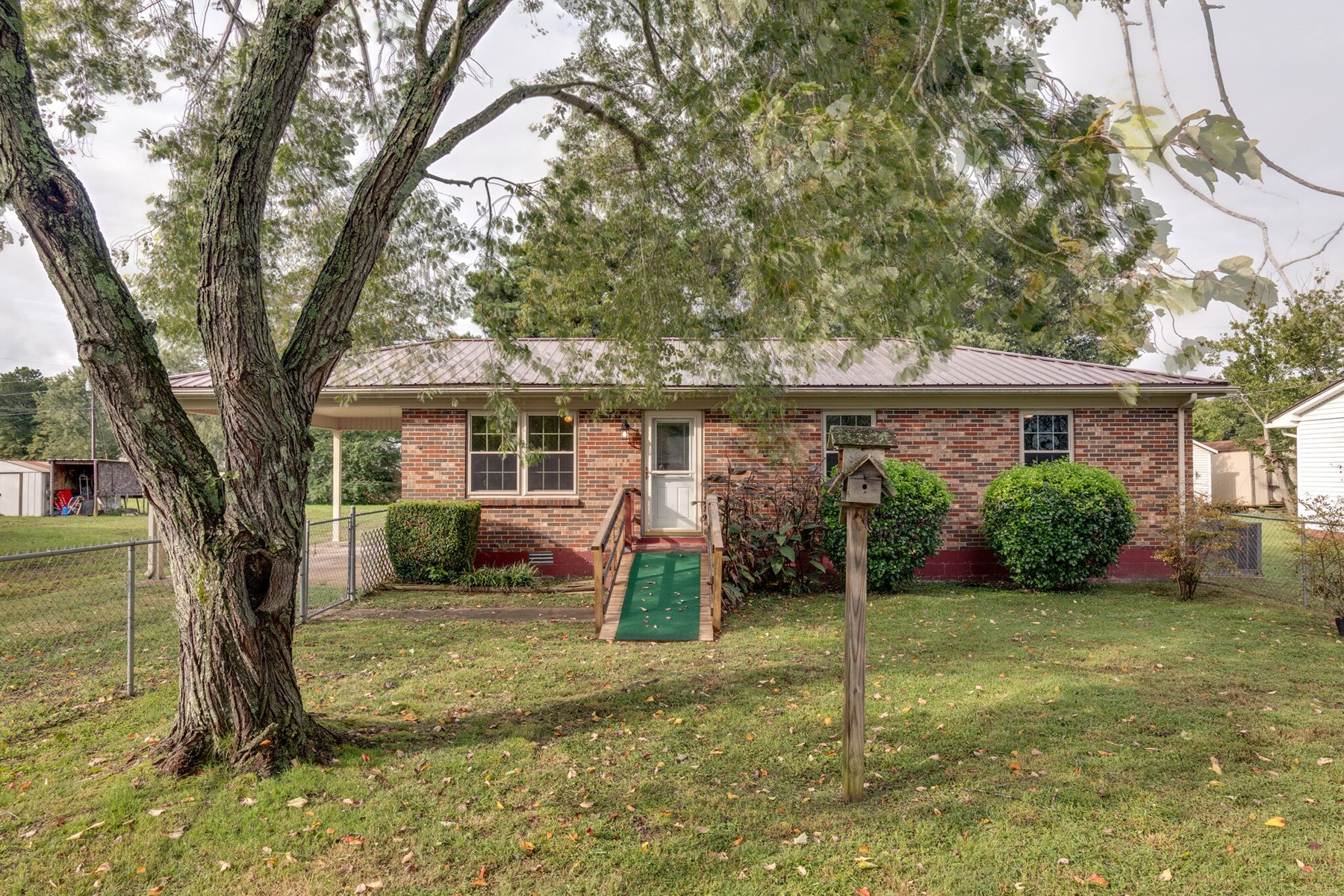 Single Family Home in Town for Sale, in Hohenwald, Tennessee
