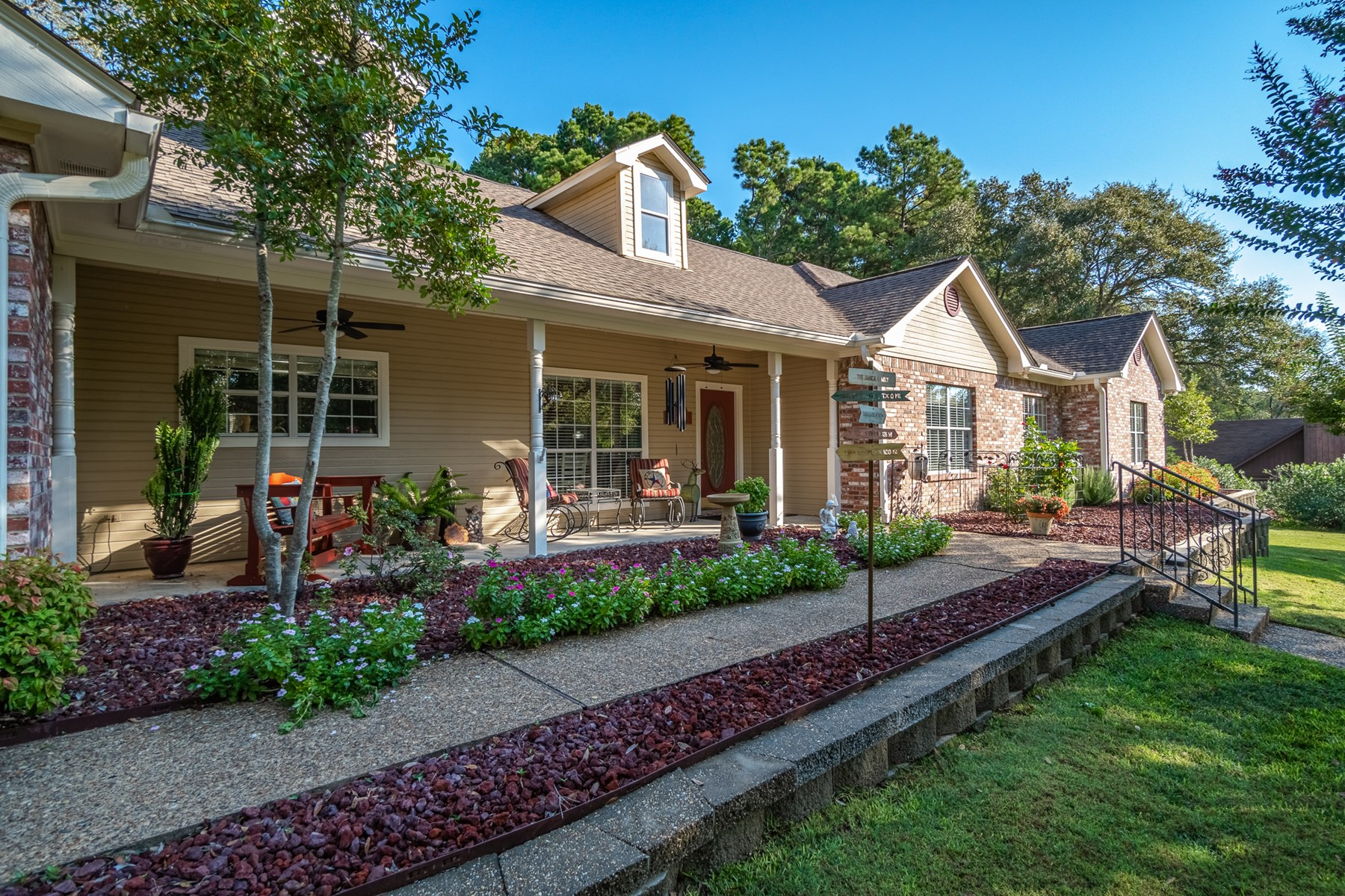 HOLLY LAKE RANCH, TEXAS MOVE-IN READY 4/2/2 HOME