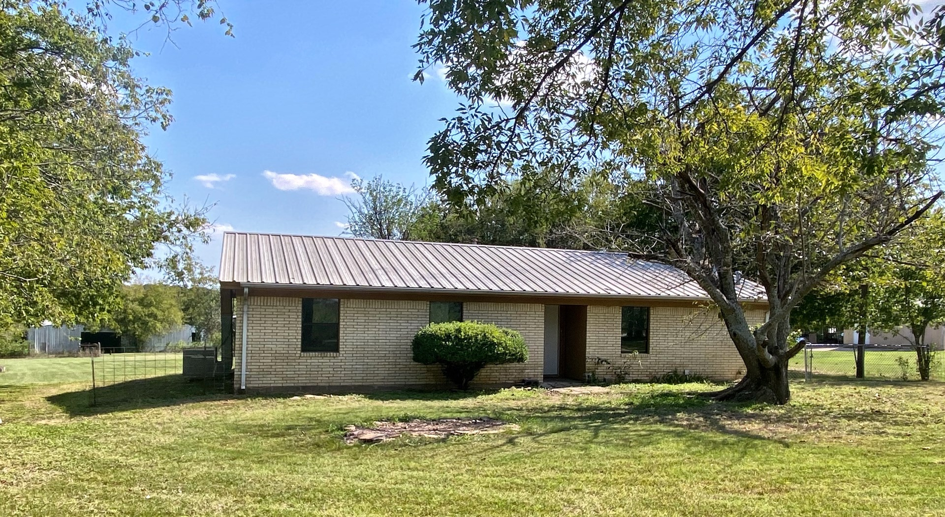 Country Home for Sale in Central Texas on 2+ Acres