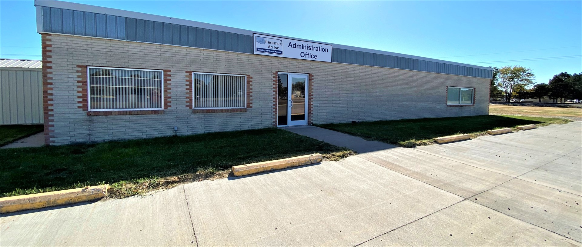 Commercial Building Oversized Lot - Walk-in Safe For Sale