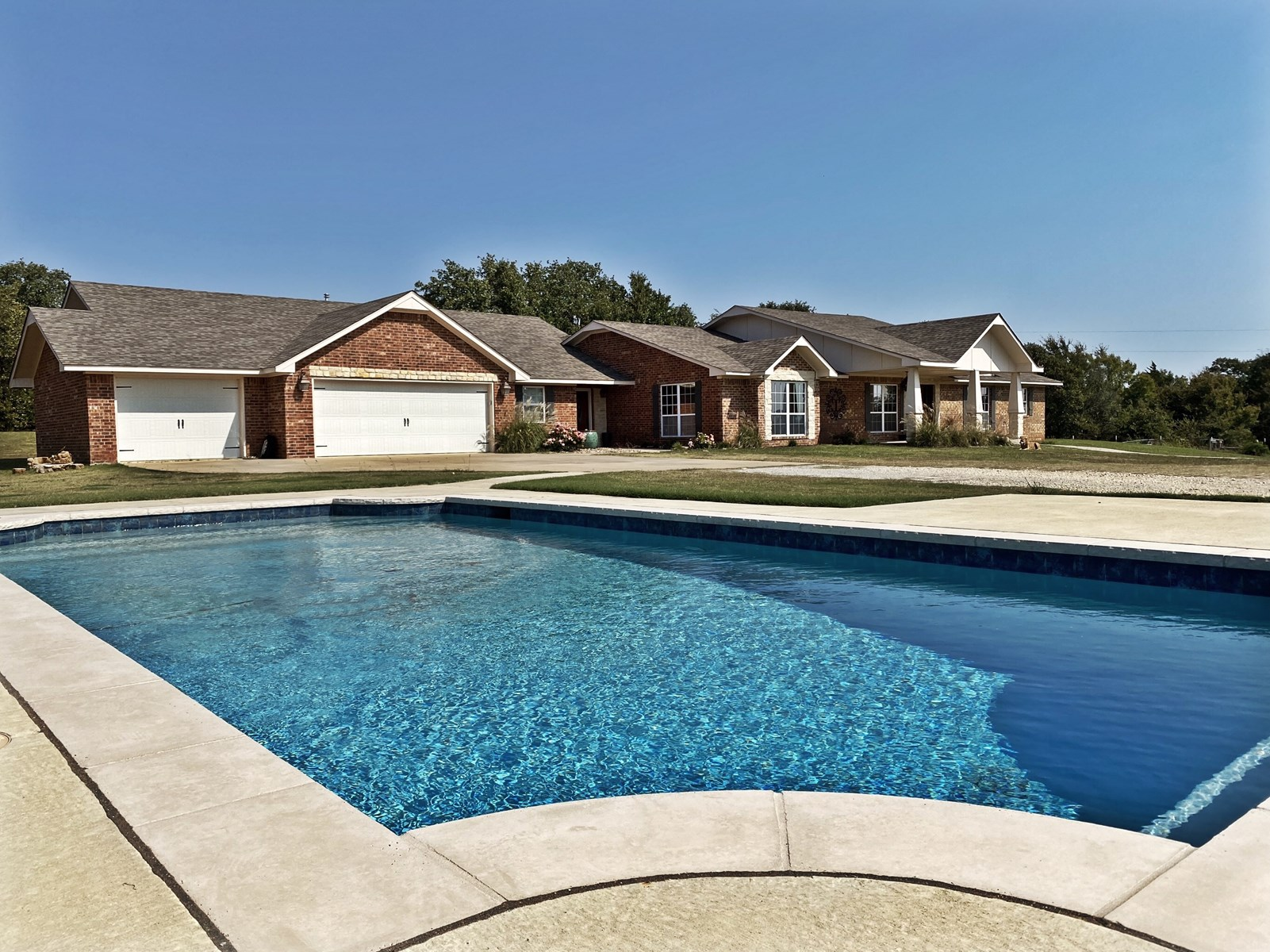 SOUTHERN OKLAHOMA COUNTRY HOME + POOL & LAND-JOHNSTON COUNTY