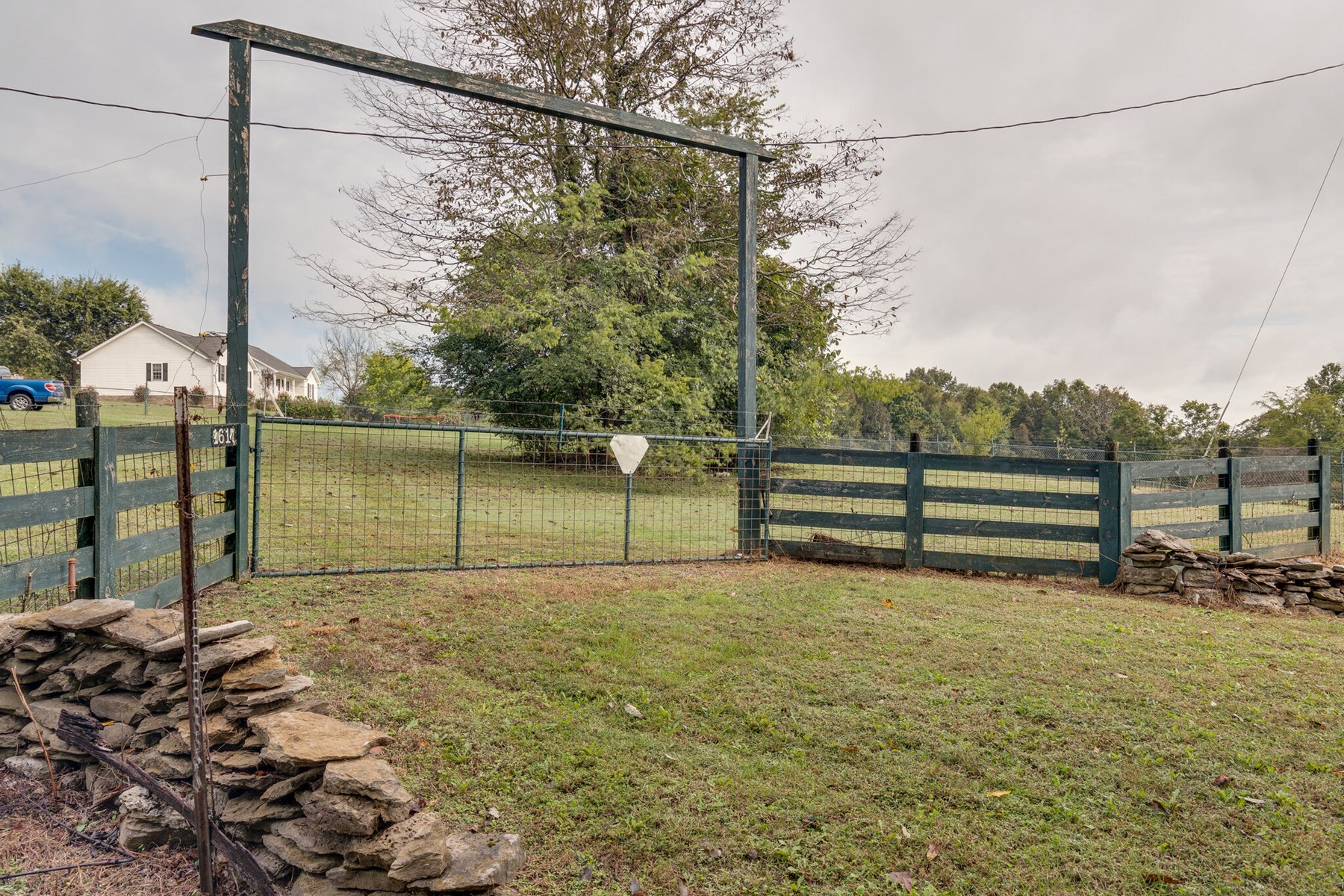 Land for Sale with Acreage for Sale in Columbia, Tennessee