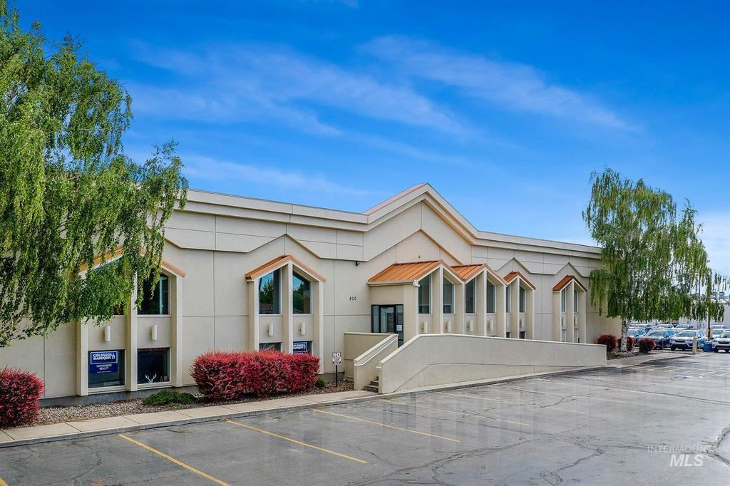 Medical Plaza for Sale w/ Good Cap Rate