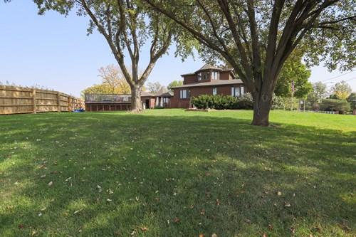 Beautiful executive home in quiet neighbor hood