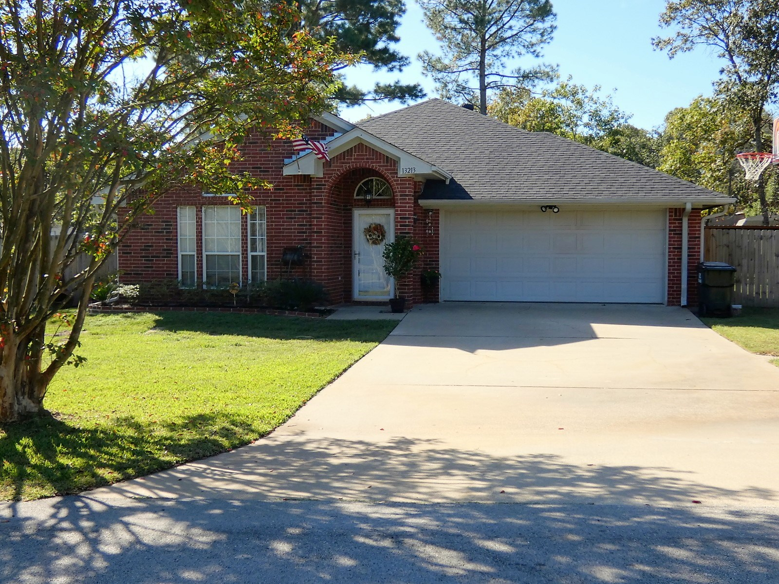 LINDALE, TEXAS - 3/2/2 MOVE IN READY BRICK - SMITH COUNTY