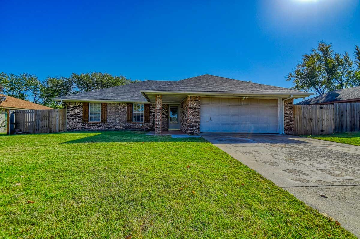 Move in ready 3 bedroom 2 bathroom home in Purcell