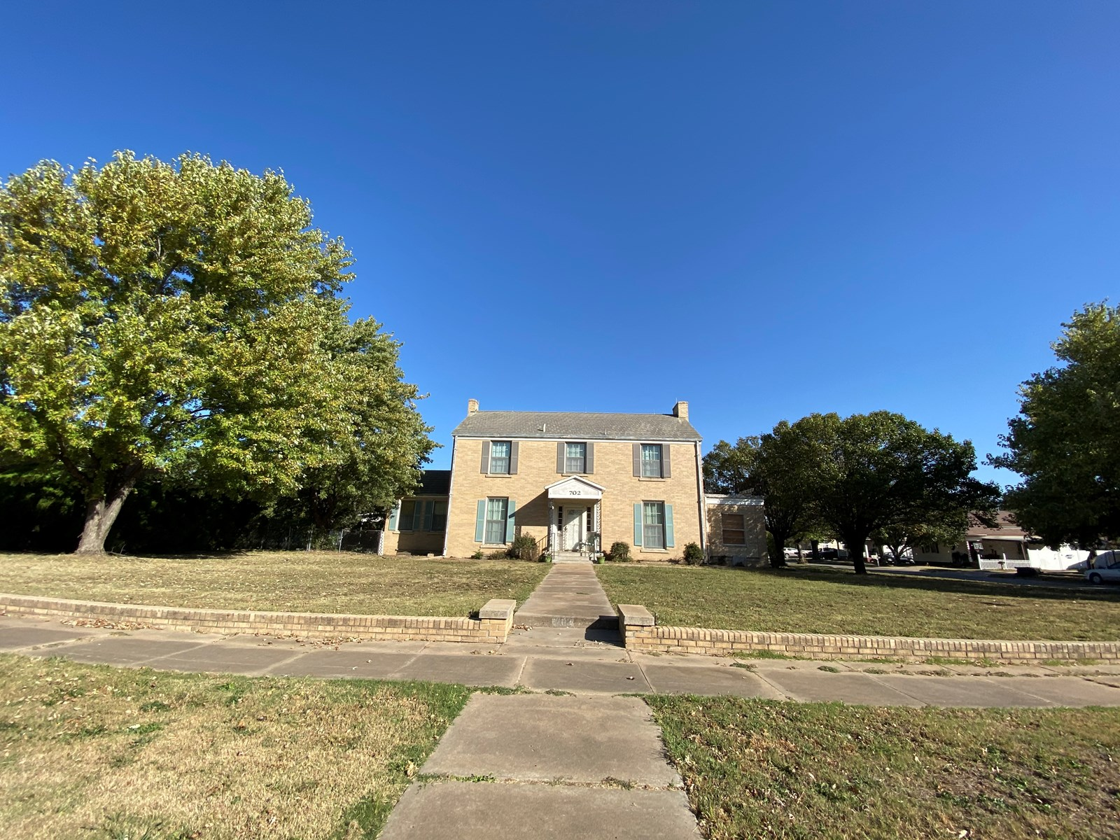 Blackwell, Okla. 3 Bed 3 Bath  with 1 Bed/Bath Garage Apart.