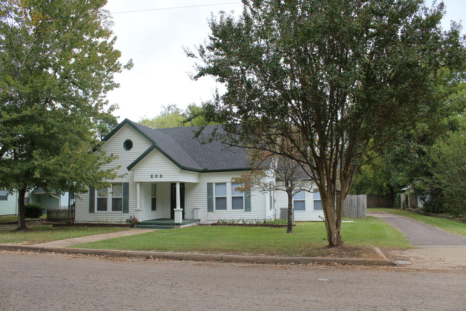 1930 3/2/2 UPDATED HOME - WINNSBORO, TX - WOOD COUNTY TEXAS