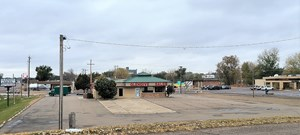 COMMERICAL BUILDING WITH HIGH VISIBILTY LOCATION FOR RENT